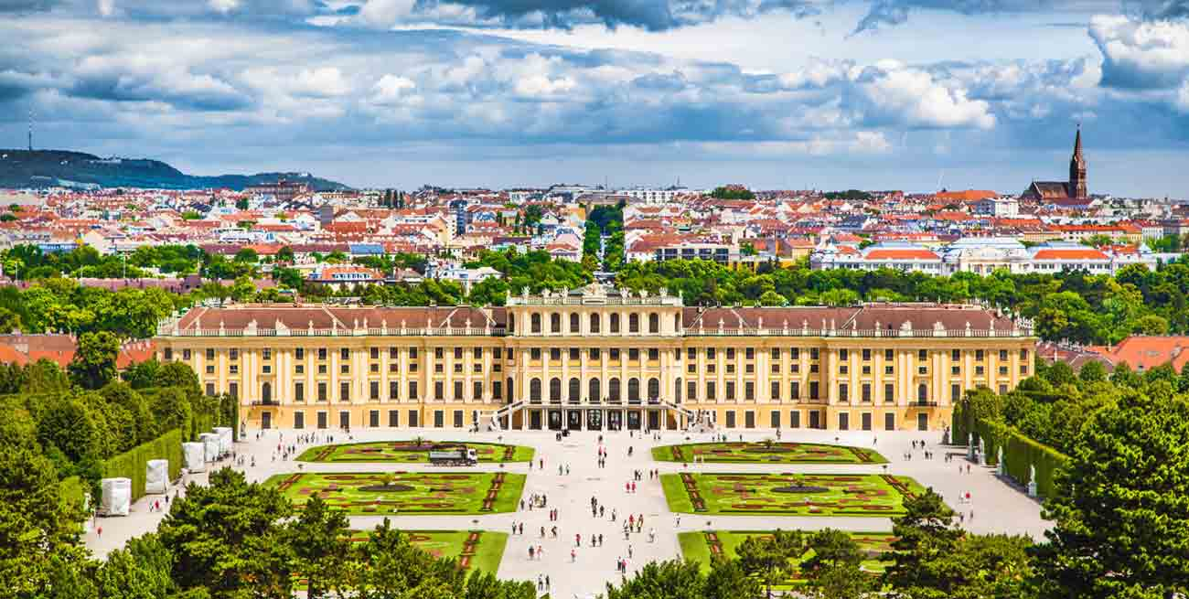 維也納熊布朗宮